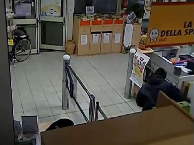 Photo of DICOMANO (FI): diffuso dai Carabinieri il video del furto finito in tragedia