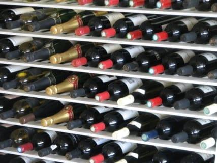 Photo of Vino, Vinitaly-Nomisma: mercato Usa nel caos per i dazi. A dicembre paga anche l'Italia (-7%)