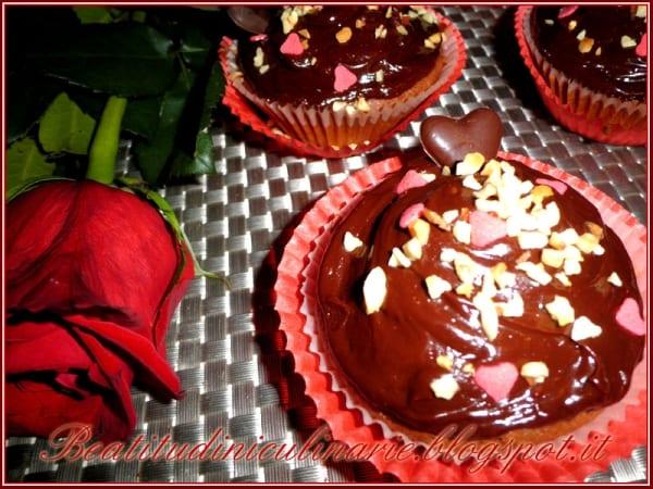 Photo of DOLCI – Cupcakes fondenti con cuore di frutti rossi