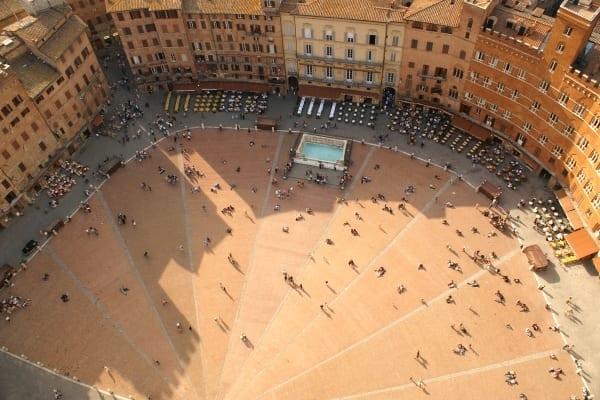Photo of SIENA – Piazza del campo si tinge di verde. Critiche al Comune da parte del Movimento Civico Senese