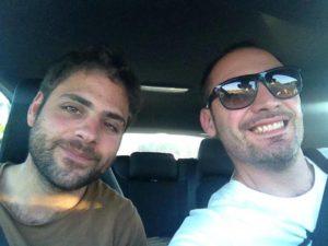 Dario con il fratello (foto pagina FB)