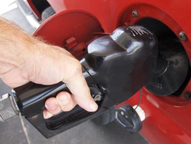 benzina distributore benzinaio