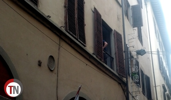 Photo of Omicidio in via Condotta. Killer in fuga per Firenze – FOTO