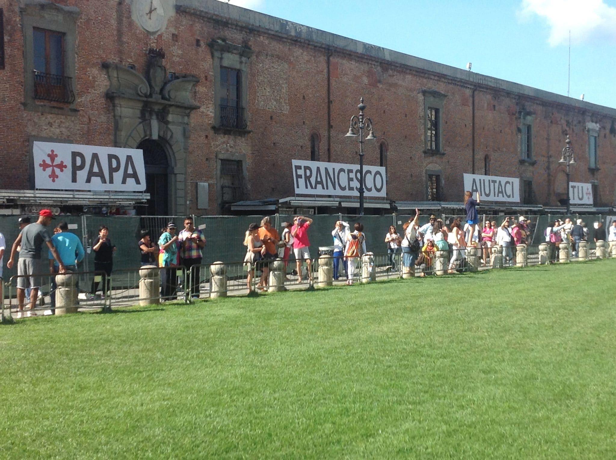 Photo of Bancarelle Duomo Pisa, appello a Papa Francesco