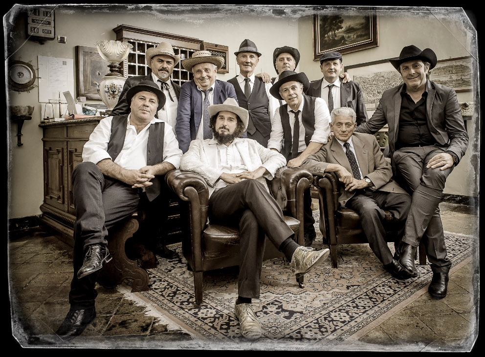 Photo of Vinicio Capossela e la Banda della Posta all'ObiHall di Firenze sabato 12 ottobre
