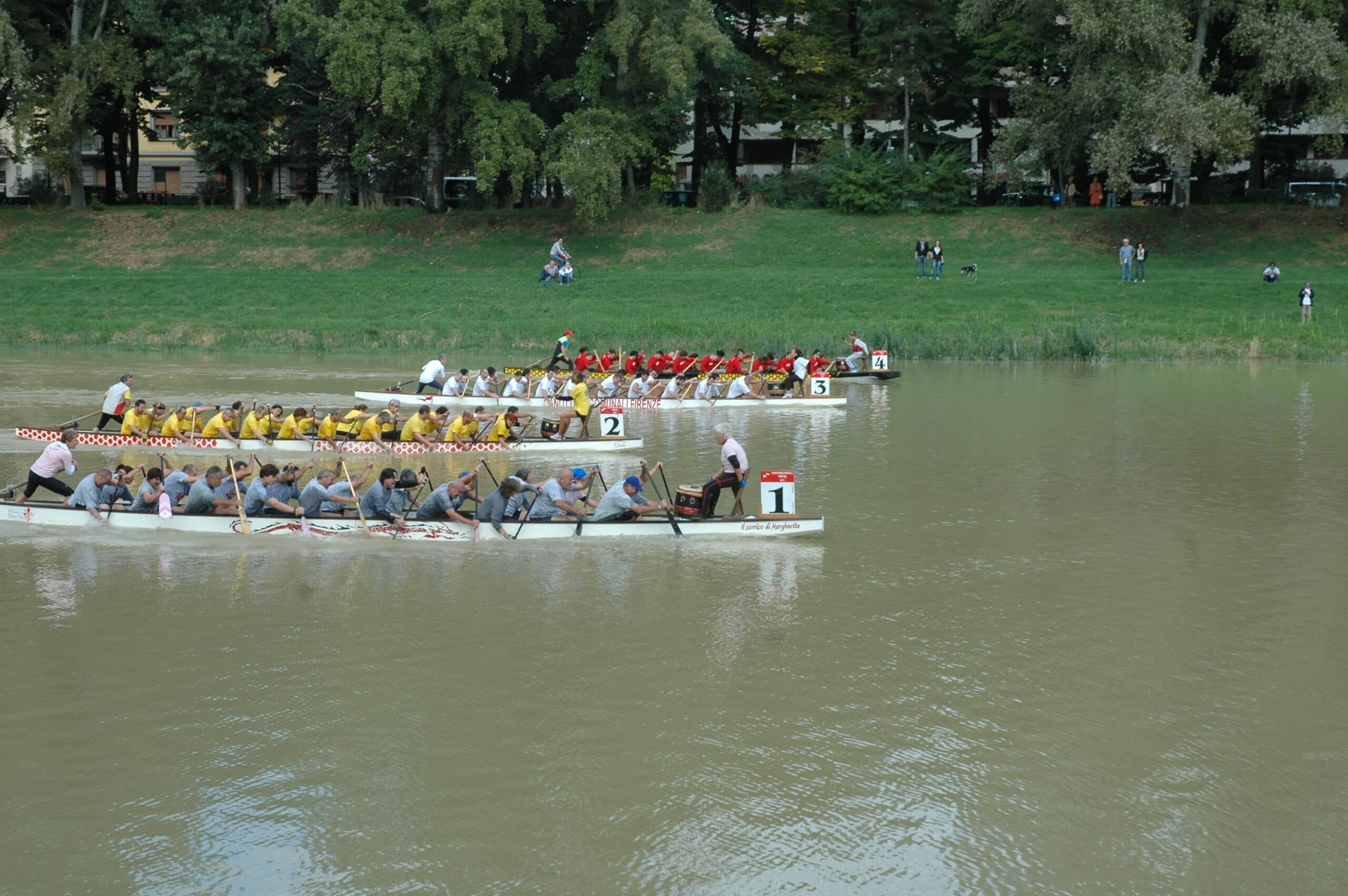 Photo of Grande partecipazione al 'Corporate Dragon Boat' in Arno