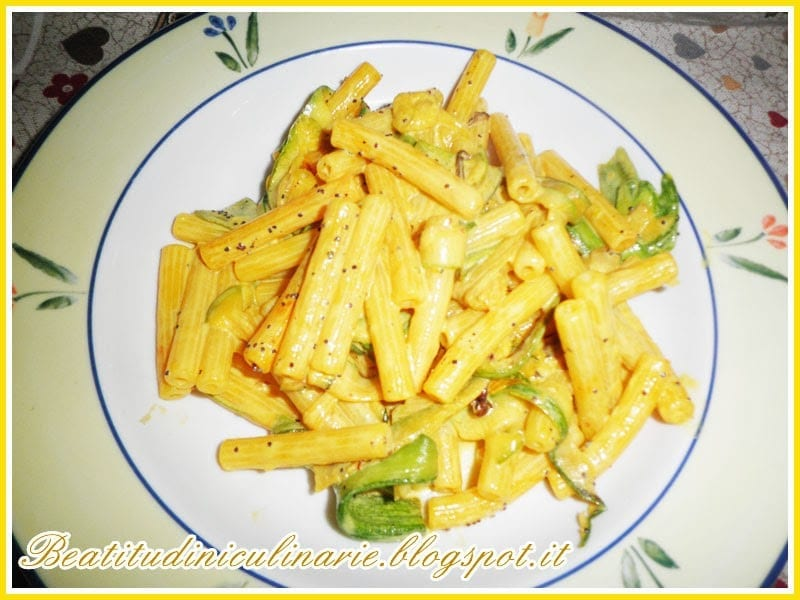 Photo of Pasta alle zucchine, zafferano e semi di papavero