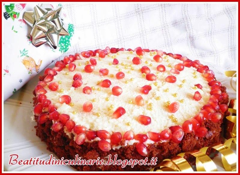 Photo of Torta al cioccolato fondente con ganache al cioccolato bianco e melagrana