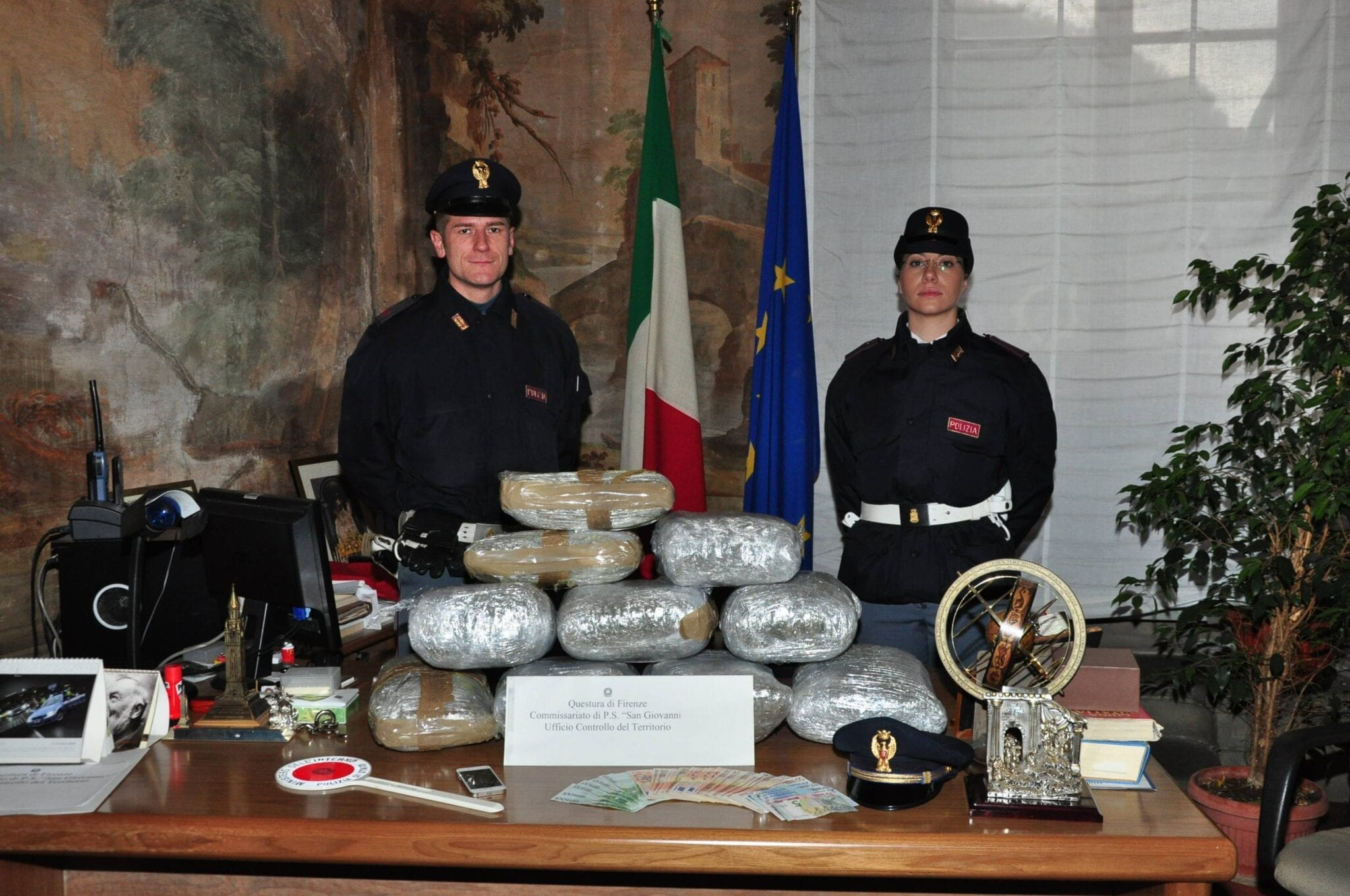 Photo of FIRENZE Sequestrati 18 kg marijuana. Arrestato corriere
