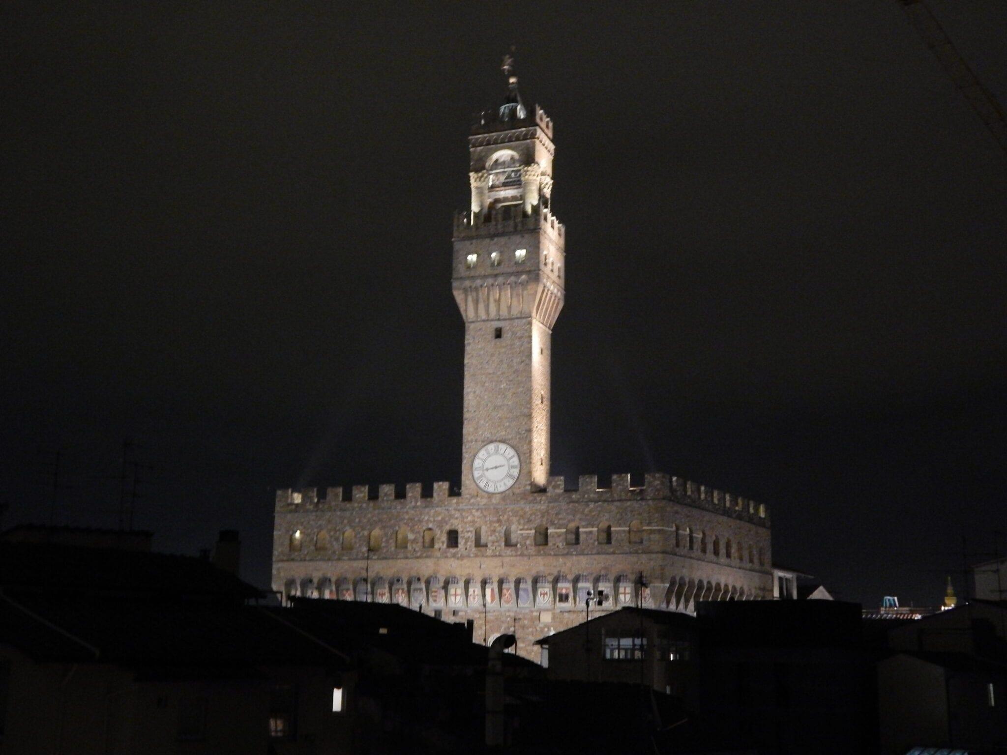 Palazzo Vecchio di notte - Firenze (foto Gargini)