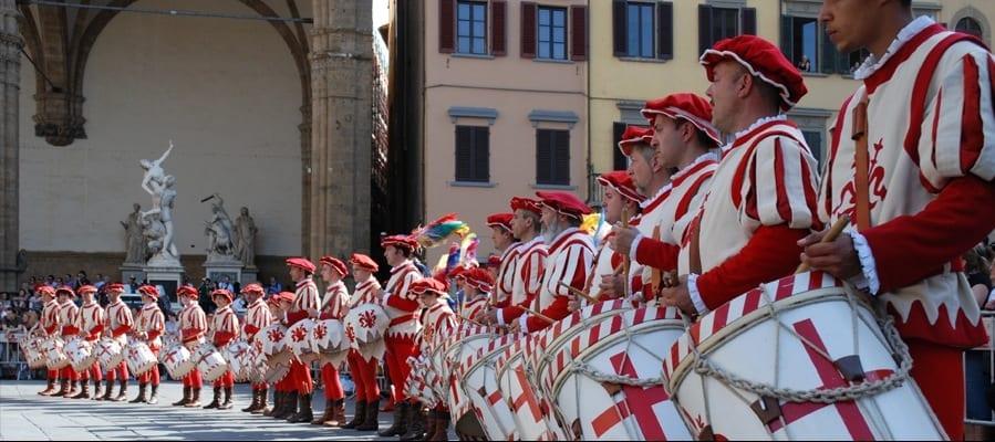 Photo of Bandierai degli Uffizi di Firenze, 40 anni di storia