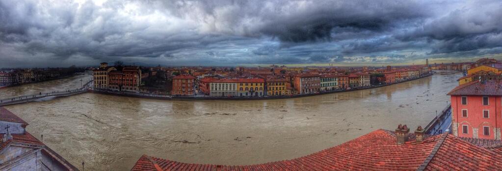 La piena dell'Arno a Pisa