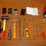 Gli arnesi usati per il furto alla Chiesa di San Giorgio a Ferrone (Greve in Chianti) sequestrati dai Carabinieri