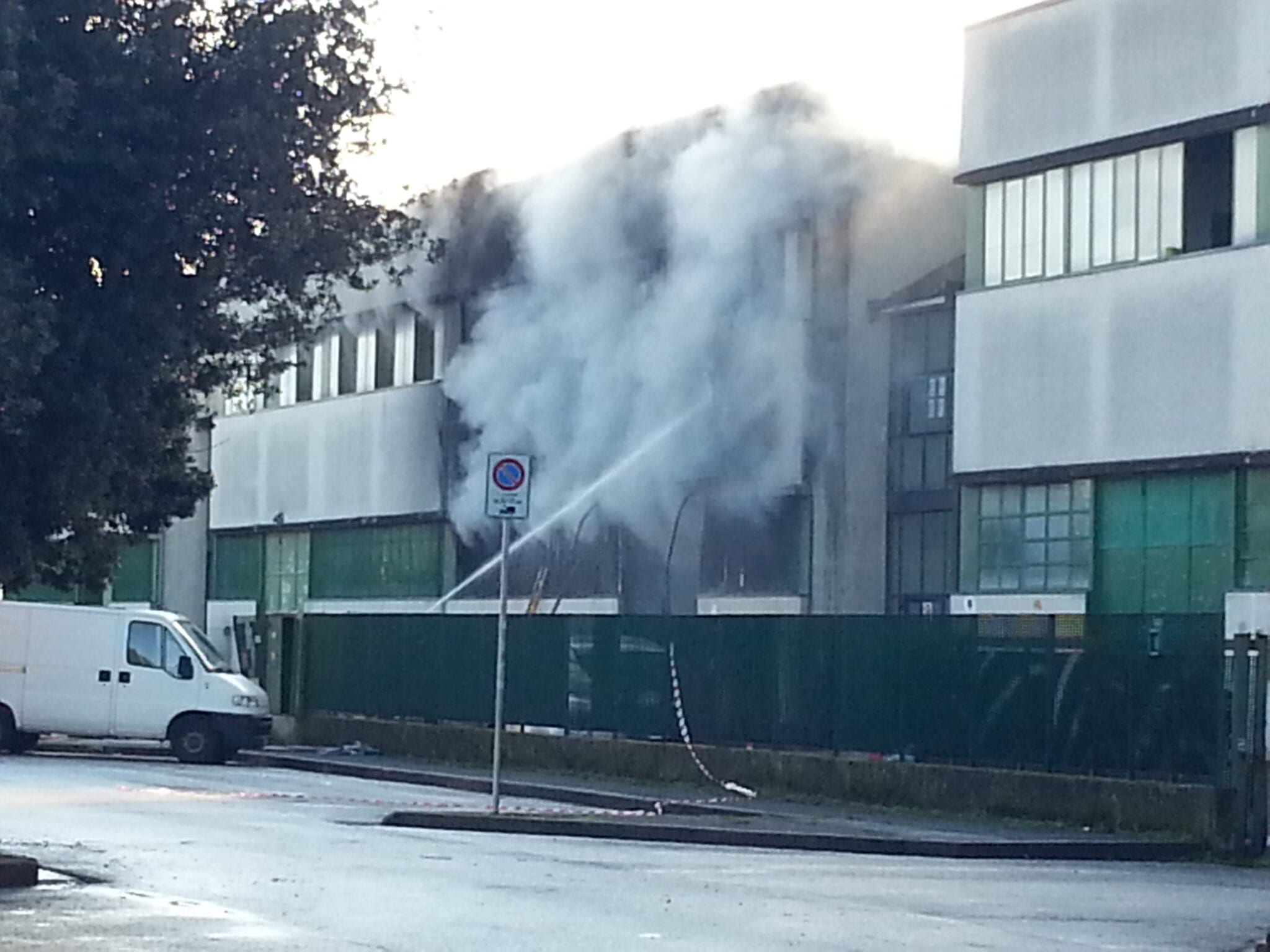 Photo of FIRENZE – Incendio Brozzi, evacuate ditte-dormitorio confinanti