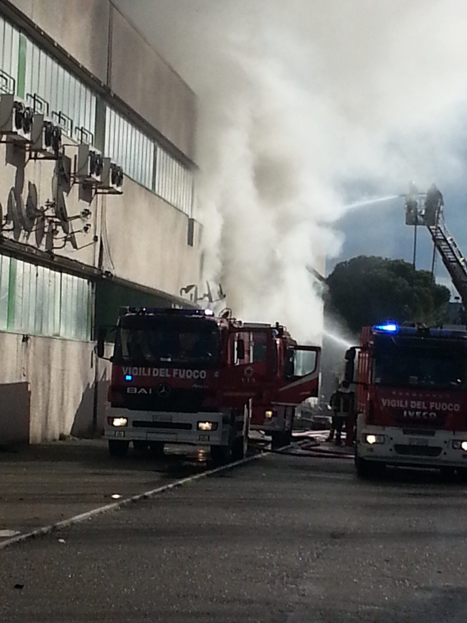 Photo of FIRENZE – Vasto incendio in ditta cinese a Brozzi | FOTO