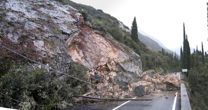 Photo of MALTEMPO – Crolla strada, Palazzuolo sul Senio isolato