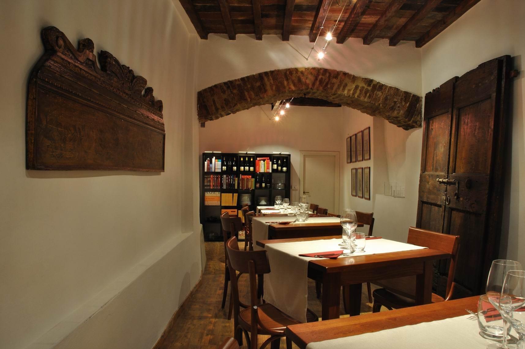 Photo of INAUGURAZIONE de DIVINO in TAVOLA  ENOTECA con cucina; MOSTRA di scultura di Antonio MASSARUTTO  Venerdì 23 MAGGIO / via Oberdan 31 AREZZO