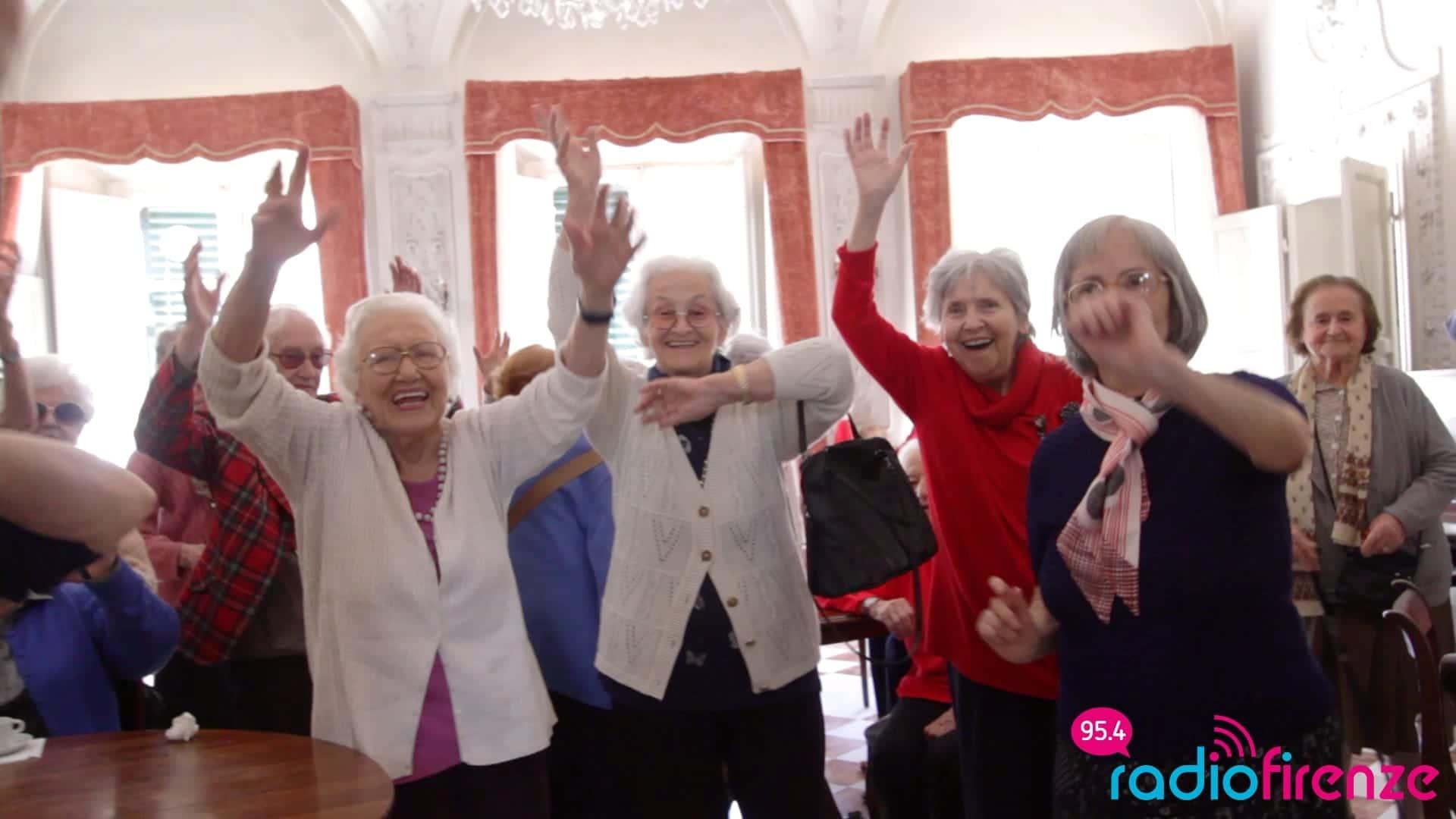 """Photo of """"Forever Happy"""": alla residenza per anziani """"Il Bobolino"""" un video sulle note della canzone tormentone di Pharrell Williams"""