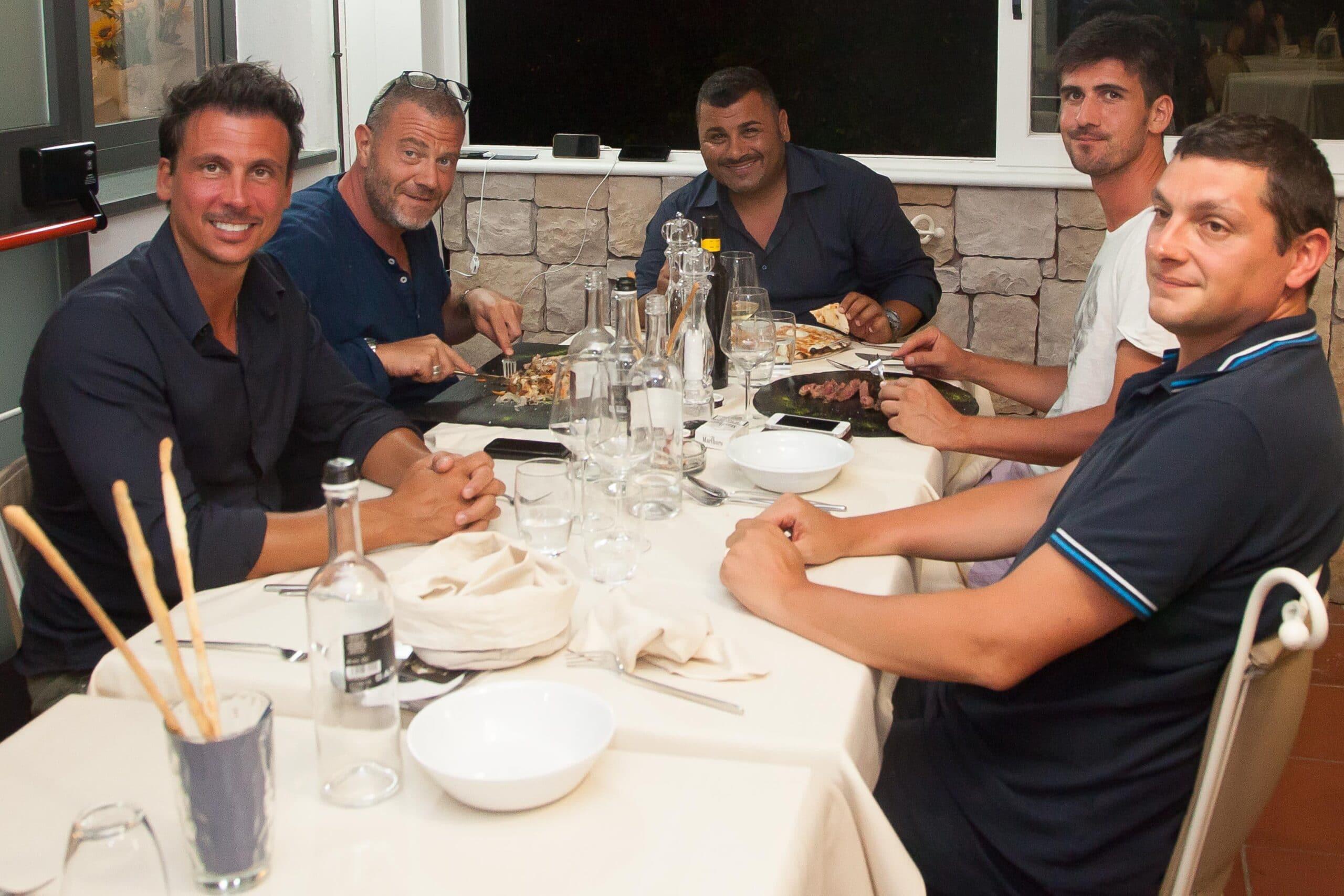 Photo of CAMAIORE – Gossip: Golia, De Megni e Friscia fotografati a cena al Duca di Bacco del Lido