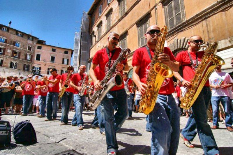 Photo of Festival delle Colline si fa in due! A Prato Servillo, Girotto, Mangalavite. A Poggio a Caiano tutto i Funk Off