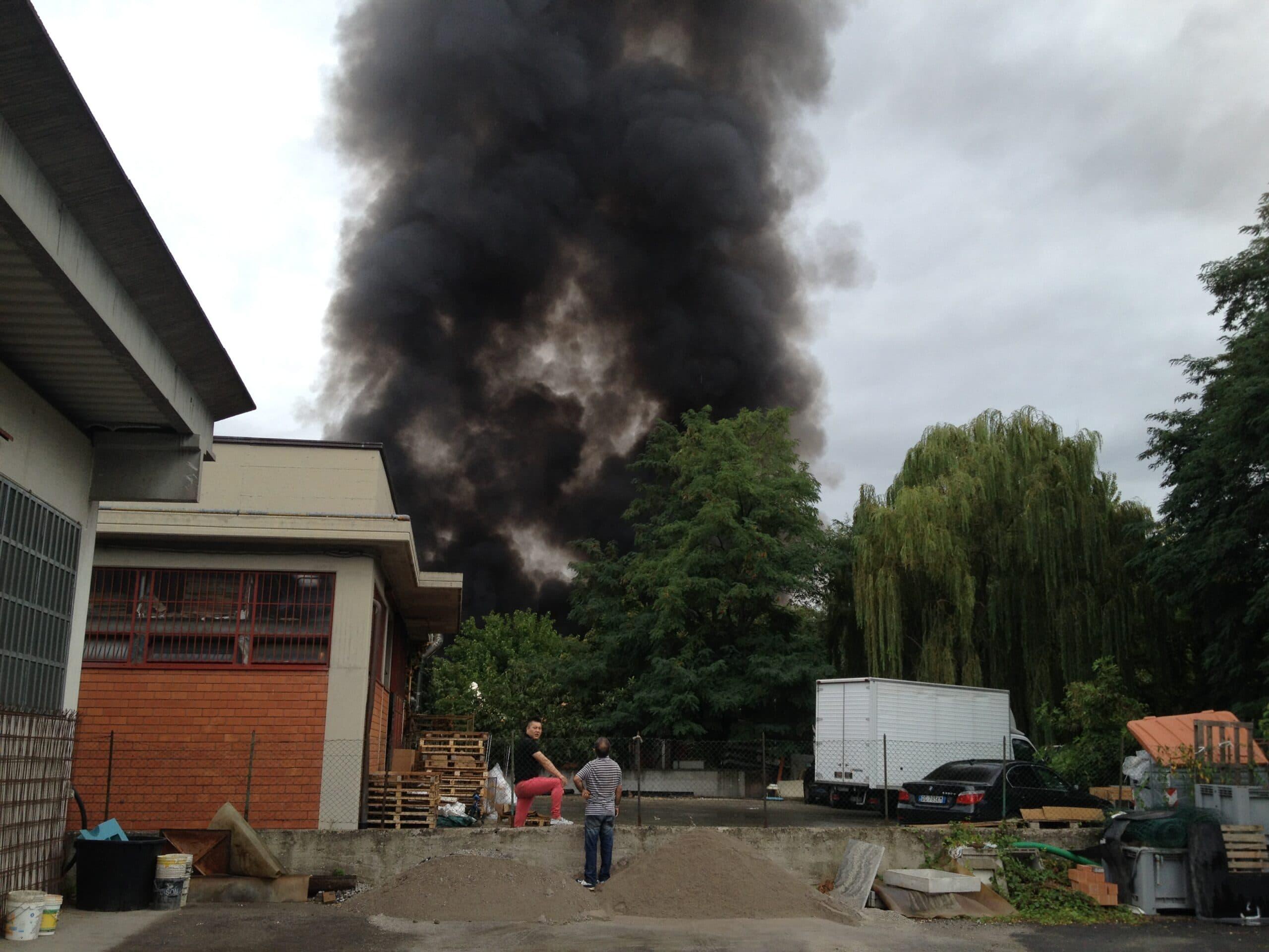 L'incendio del capannone a Vaiano