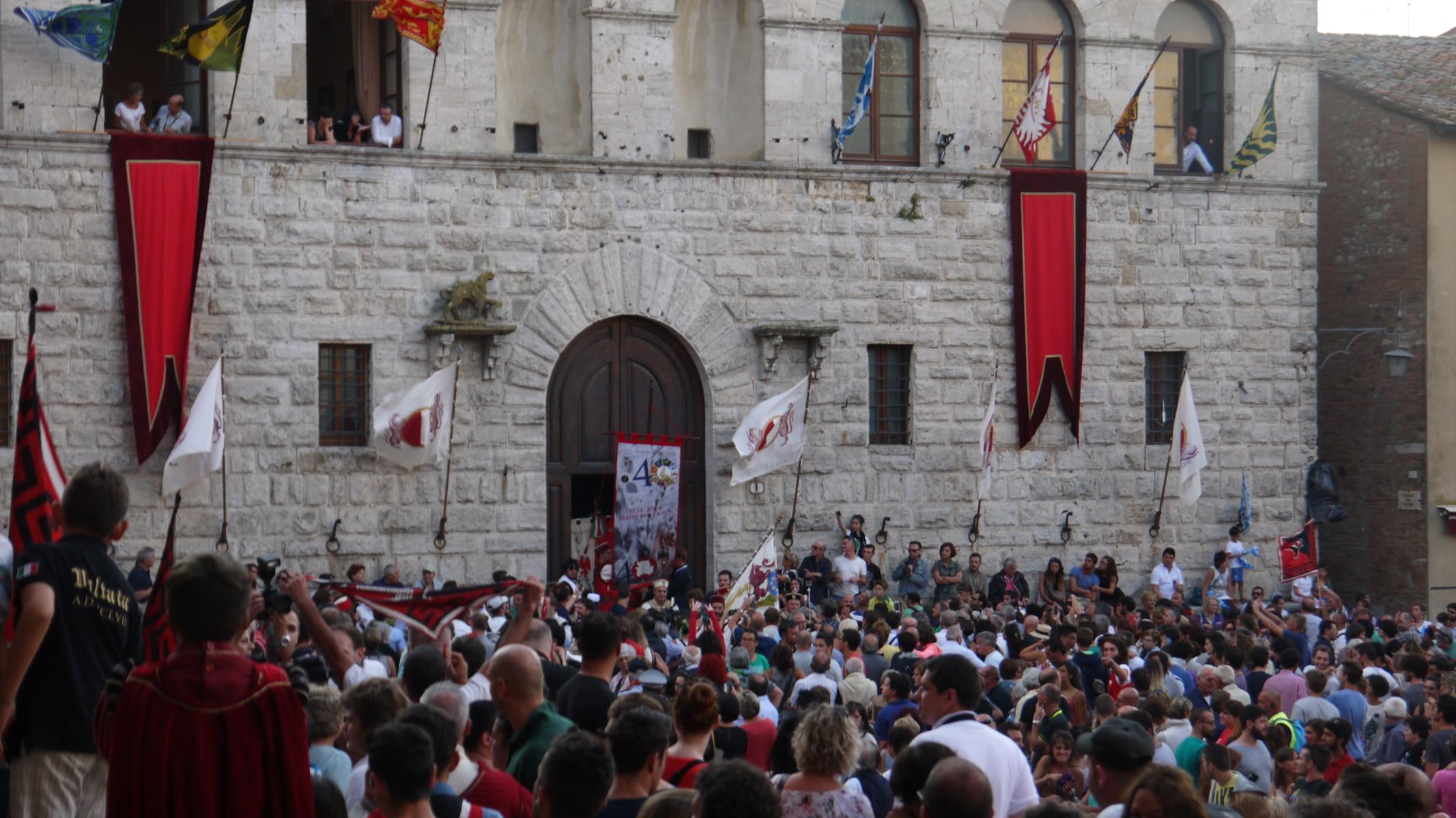Photo of Gioia e soddisfazione per il Bravio 2014: parla il Magistrato delle Contrade di Montepulciano