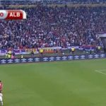 """Serbia-Albania, 14'29"""", fumogeno lanciato in campo"""