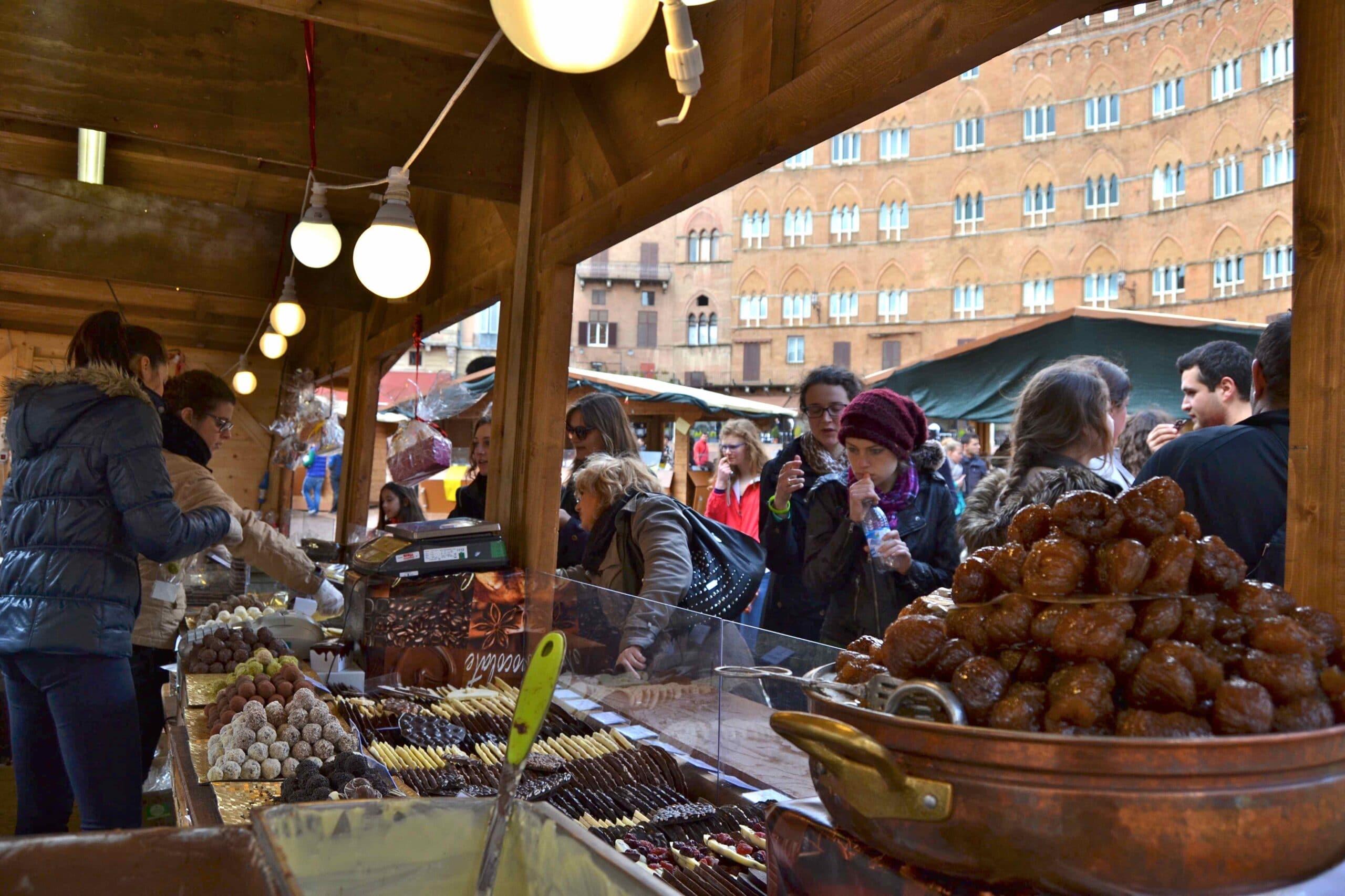 Photo of CiocoSì ai nastri di partenza, in Piazza del Campo arriva la dolcezza e il gusto del vero cioccolato artigianale