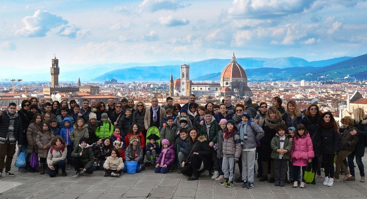 Photo of La Pasqua dei genitori single: in cento a Firenze per il ritrovo nazionale