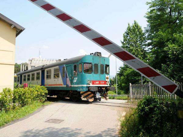 Photo of Tragedia sfiorata ad Arezzo, sbarre aperte ma il treno passa ugualmente