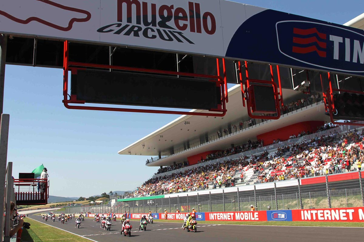 Photo of MOTOGP – Lorenzo davanti a Marquez al Mugello. Rossi out, motore KO