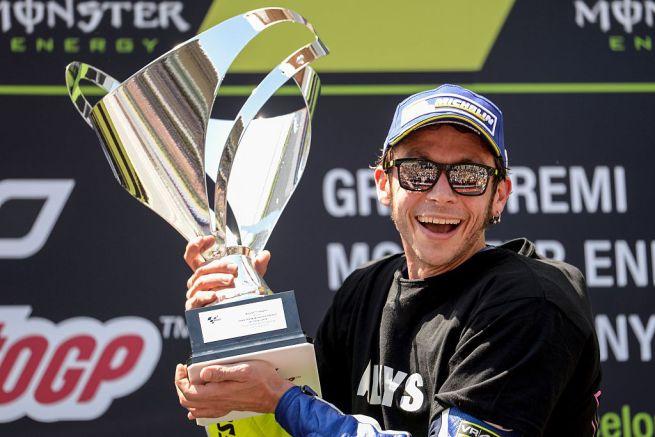 Photo of MOTOGP – Rossi stratosferico al Montmelò, vittoria da urlo su Marquez e pace fatta!