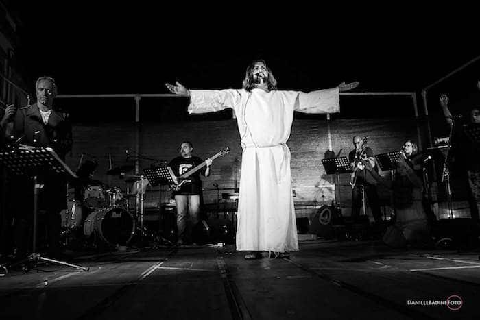 "Photo of ROSELLE (GR) – ""Jesus Christ Superstar"" in scena per la Fondazione Il Sole"