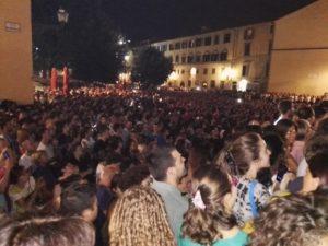 Il pubblico in piazza