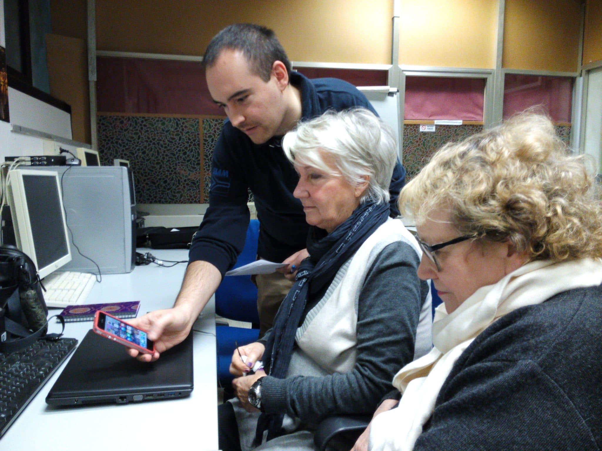Photo of Smartphone e sanità 2.0 a portata di nonni a Firenze