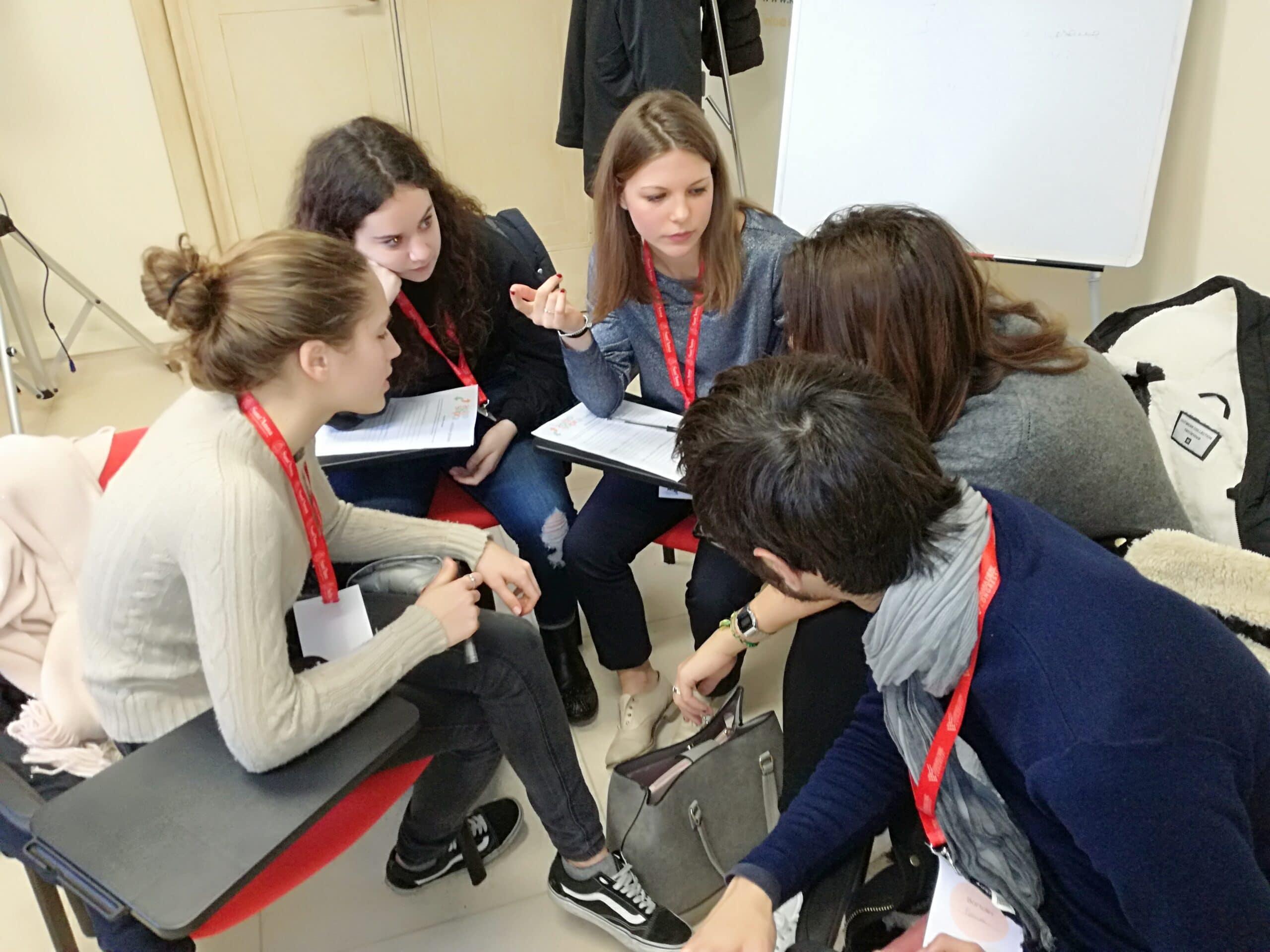 """Photo of FIRENZE – Valutare la scuola: si può fare con """"Sottosopra"""", un innovativo progetto di alternanza scuola-lavoro"""