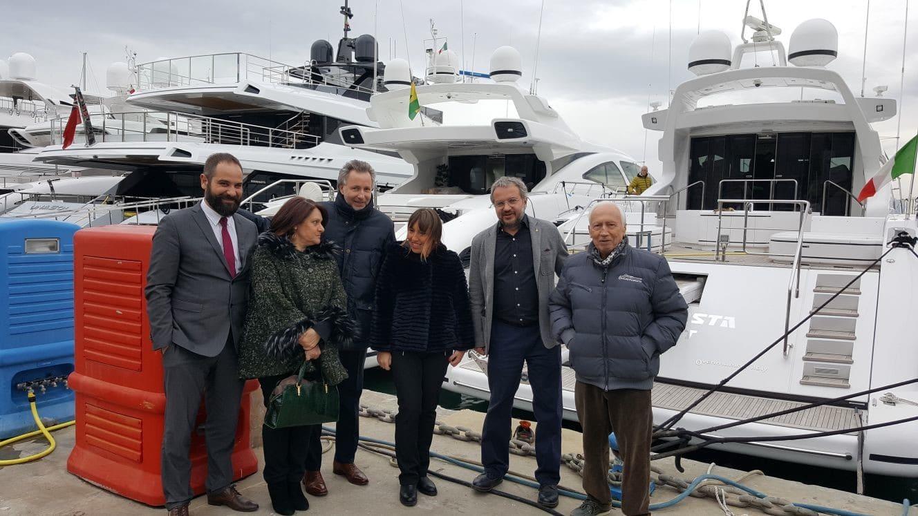 Photo of VIAREGGIO – Grande partecipazione all'evento della Lega con Borghi e Bagnai