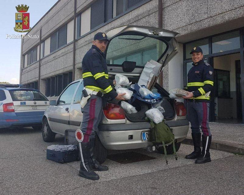 Photo of DROGA – Arrestato trafficante a Firenze sulla A1 con 4kg di marijuana