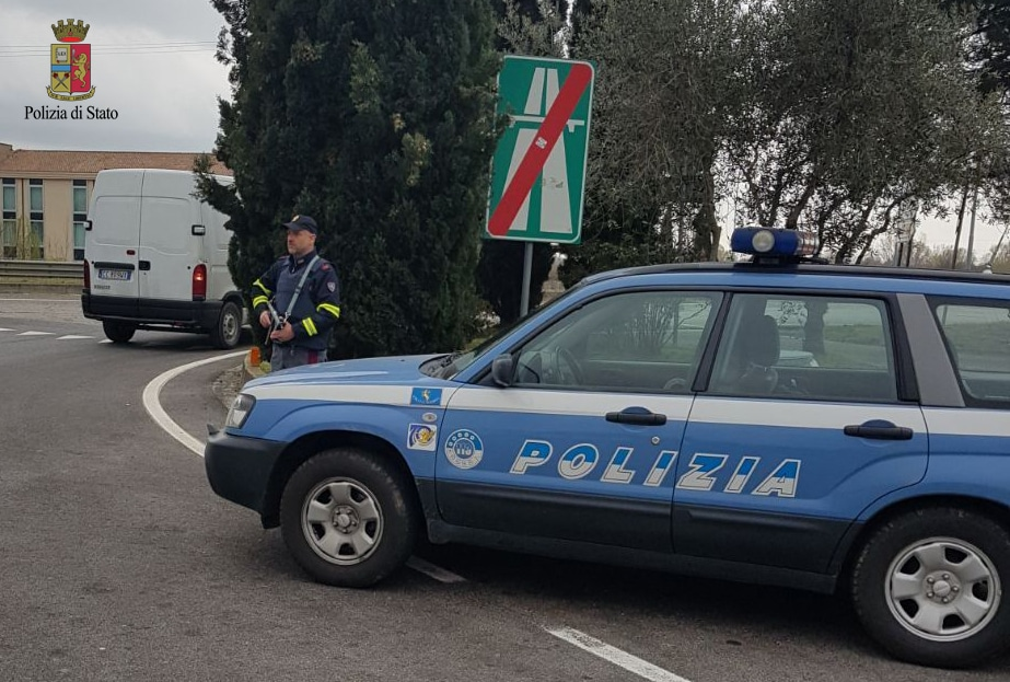 Photo of POLSTRADA – Ritirate 48 patenti e sequestrato un chilo di droga