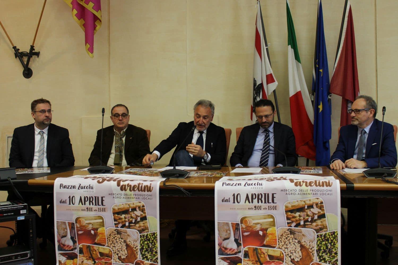Photo of AREZZO – Al Via in Piazza Zucchi il mercato 'Sapori e Saperi aretini'