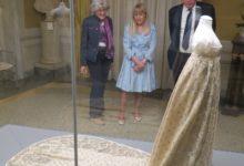 Photo of LUCCA – Il sindaco visita gli abiti della Corte imperiale di Elisa Baciocchi esposti nel Museo Nazionale di Palazzo Mansi