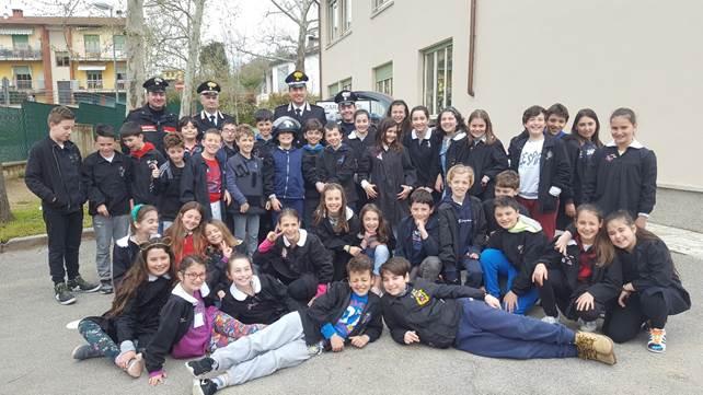 """Photo of AREZZO – Una giornata speciale con i Carabinieri alla scuola primaria """"Giotto"""" di Mercatale Valdarno."""