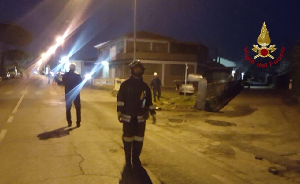 Photo of PISA – Incidente a Castelfranco, auto urta tubature del gas, Vigili del Fuoco sul posto