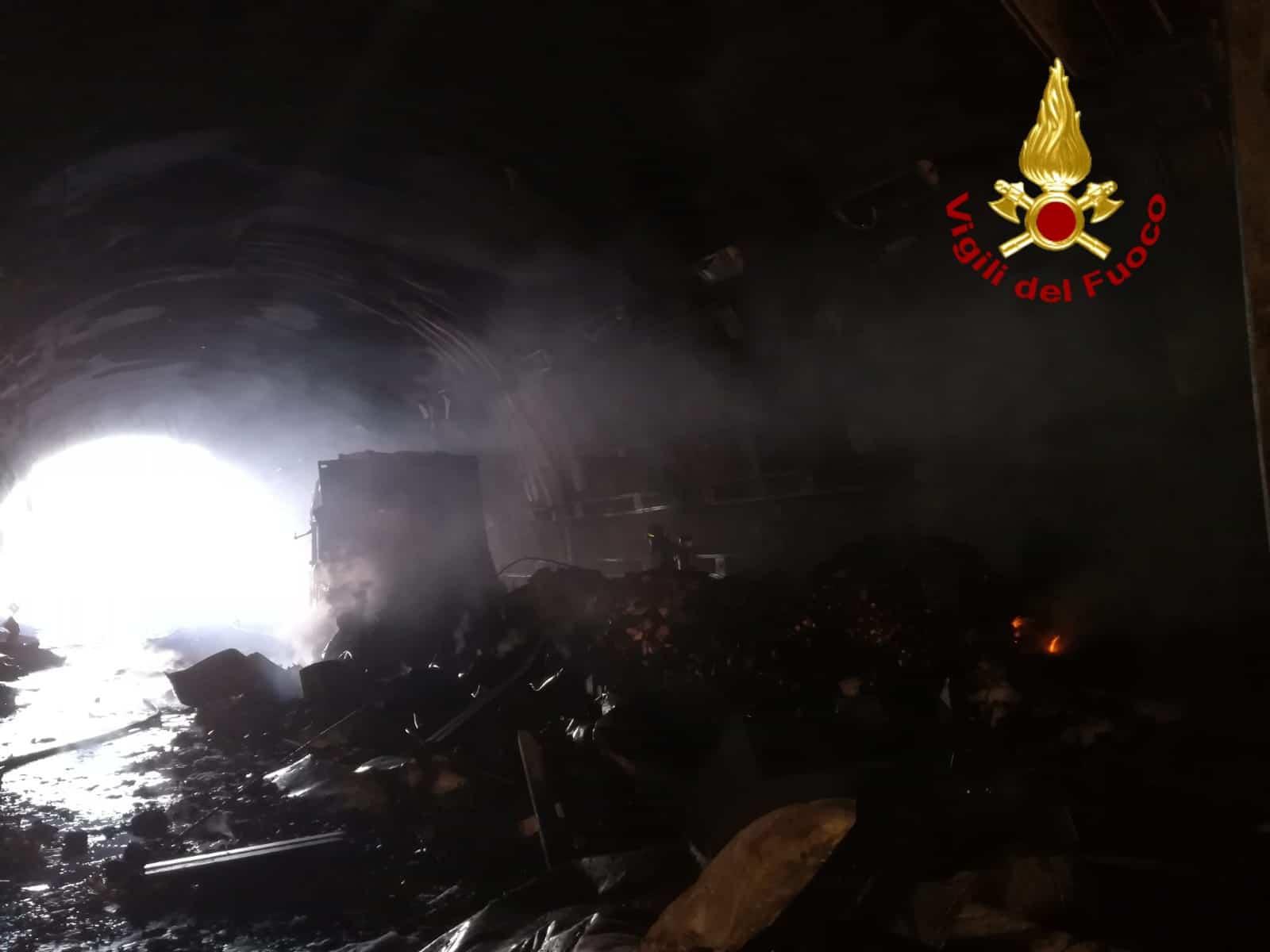 Photo of Incidente in galleria nella E45. Fiamme e mezzi distrutti, traffico bloccato – FOTO GALLERY