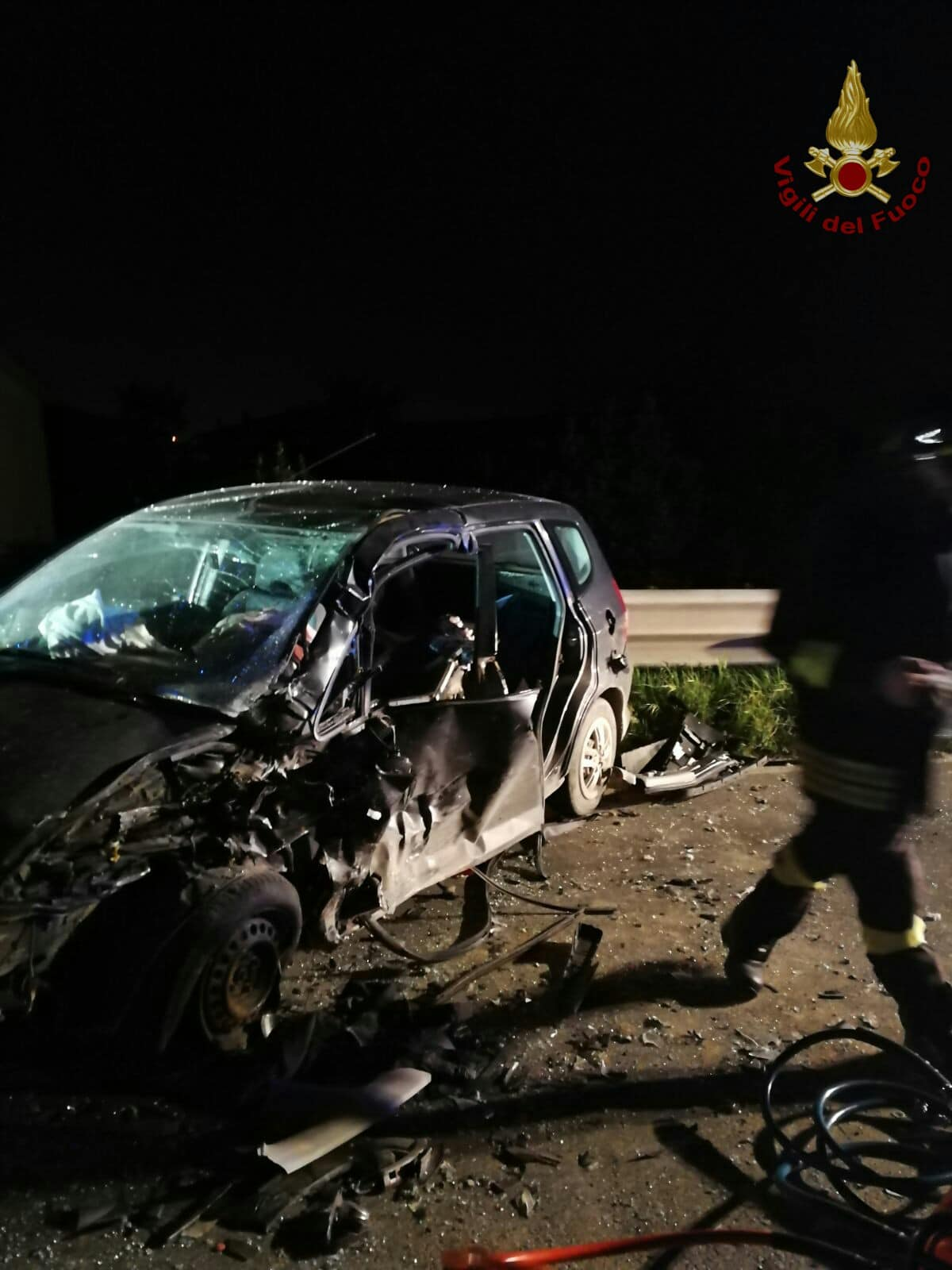 Photo of Incidente a Livorno, due persone incastrate in auto liberate dai Vigili del Fuoco