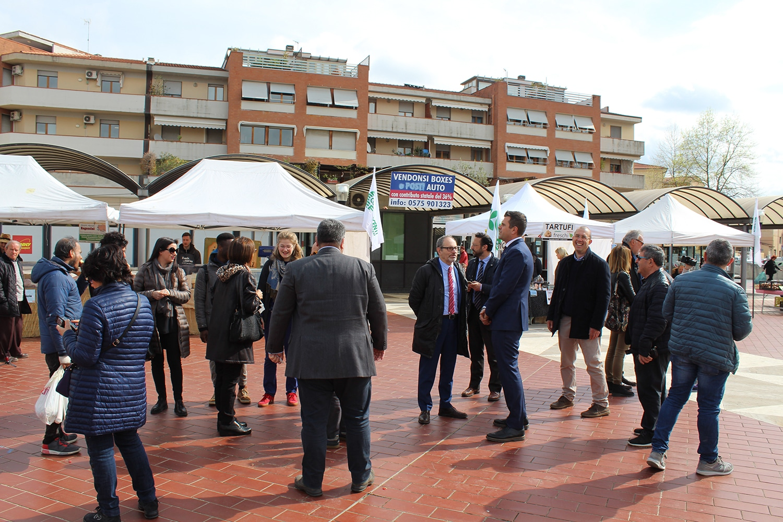 Photo of Terzo appuntamento per il mercato in Piazza Zucchi ad Arezzo