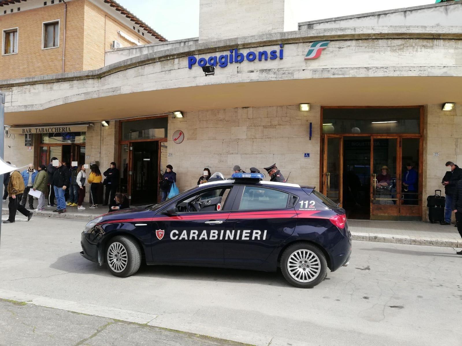 Photo of Caos alla stazione di Poggibonsi, ubriaca molesta i pendolari