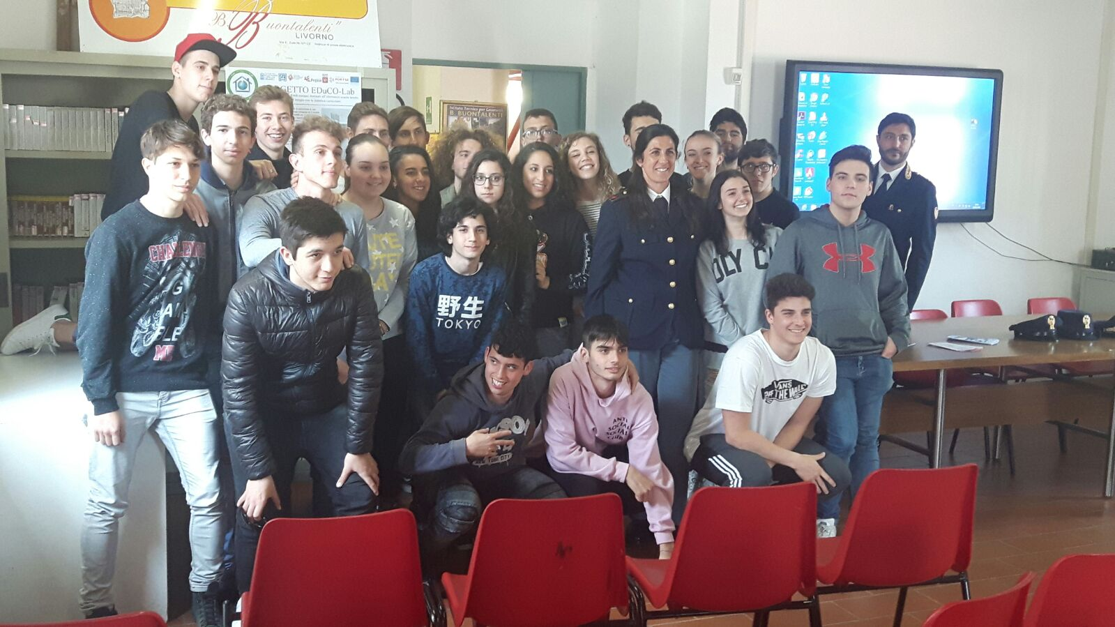 Photo of LIVORNO – A scuola di sicurezza dalla Polizia Ferroviaria