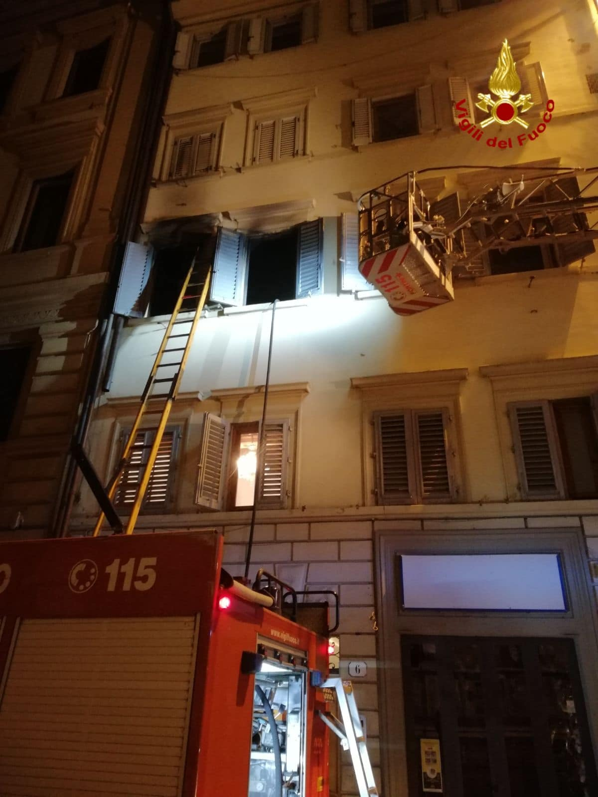 Photo of Incendio a Firenze, palazzina inagibile, appartamento distrutto