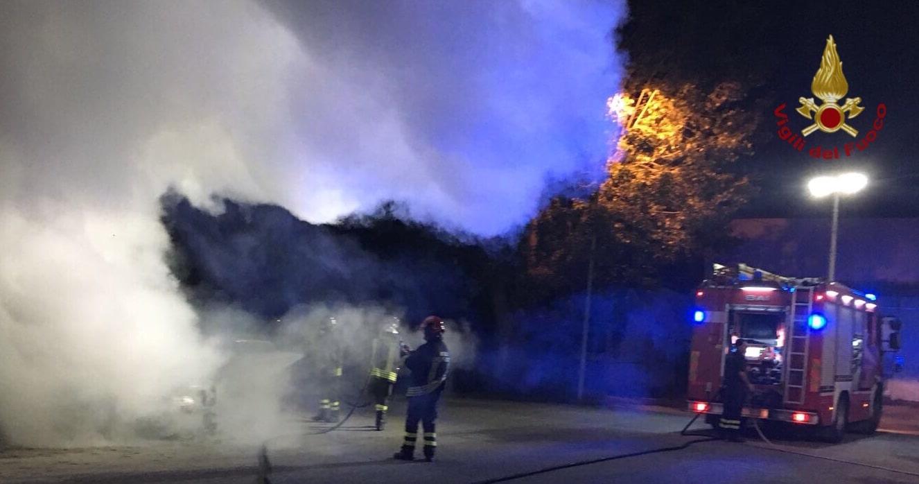 Pisa fiamme nella notte due auto bruciate a san giuliano terme toscana news - Bagni di pisa notte alle terme ...